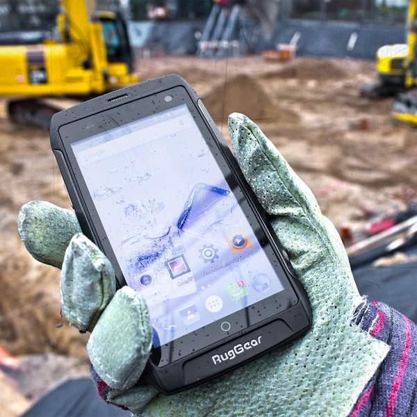 RugGear RG730 4G Robust Smartphone glove